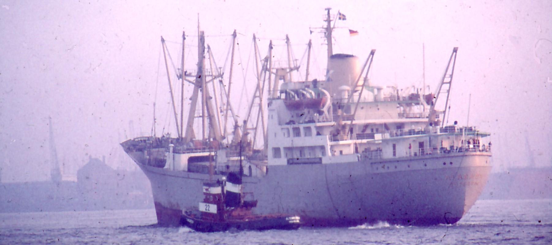 schiffaufelbe1970ereinkommend.jpg